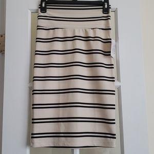 New Lularoe Stripe Cream & Black Cassie Skirt